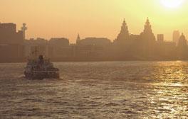 Atravesar el río Mersey en ferry