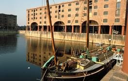 Besuchen Sie das Herz Liverpools am Albert Dock
