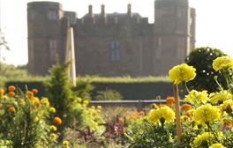 Explore Elizabethan Garden at Kenilworth Castle