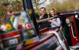 Canal cruise through Staffordshire's Peak District