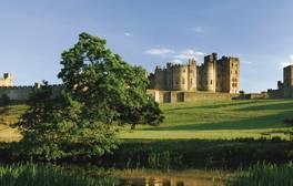 Alnwick Castle - Northumberland (c) VisitEngland