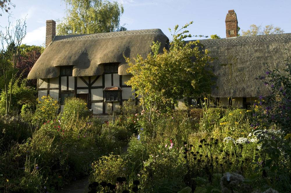 Anne Hathaway's thatched cottage and beautiful mature gardens