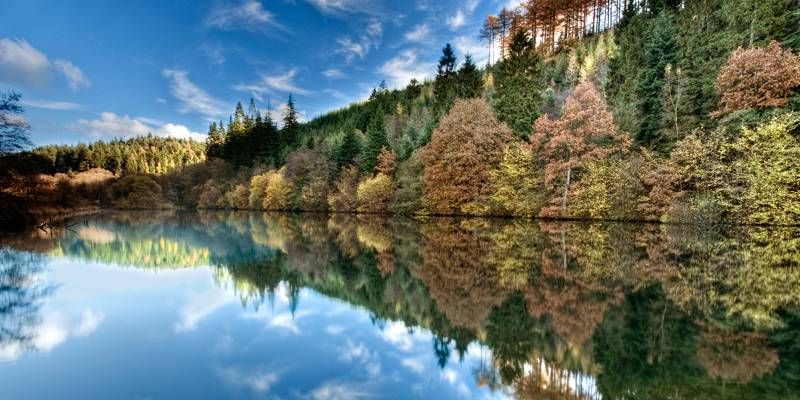Staindale Lake in autumn