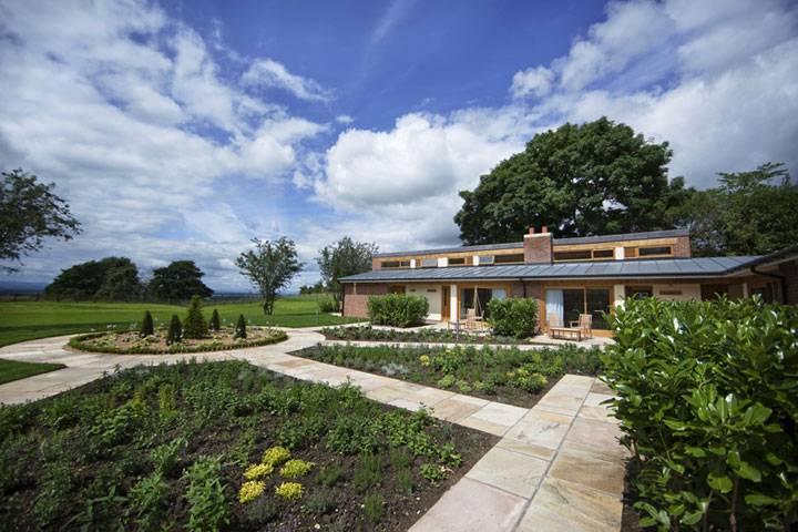 Carpenters Arms' garden lodges