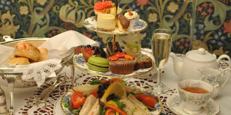 Alice in wonderland afternoon tea