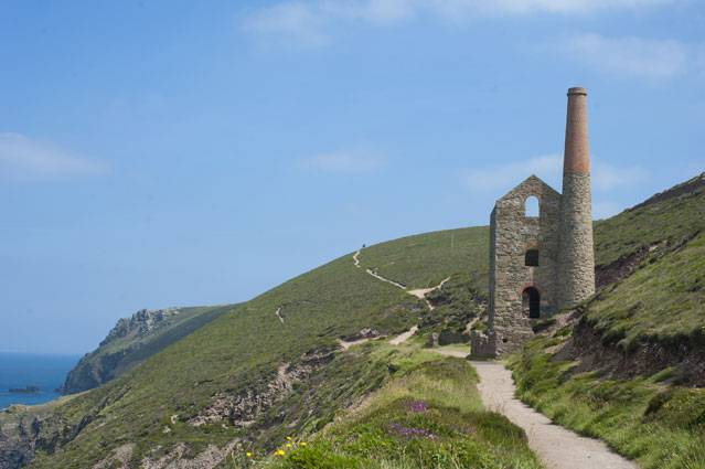 Wheal Coates Tin Mine on the cliff tops between Porthtowan and St Agnes
