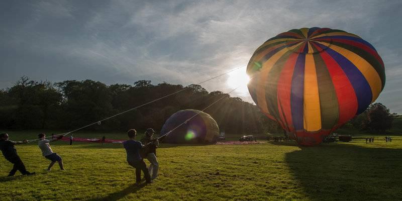 Een heteluchtballon wordt gevuld in Bristol © BristolBalloons, VisitBristol