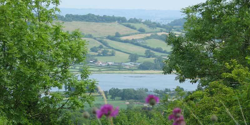 Uitzicht over Blagdon Lake,  Somerset.