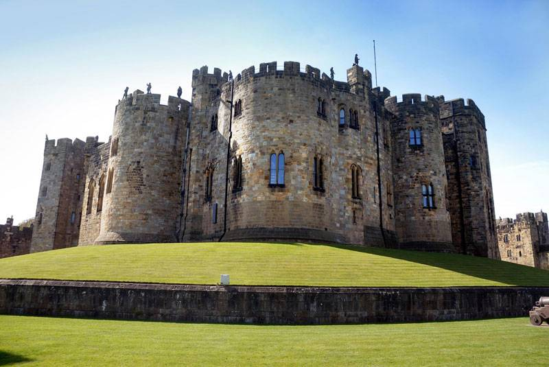 A flawless shot of Alnwick Castle in Northumberland