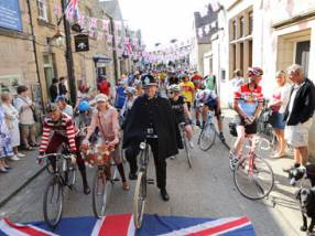 Cyclists making their way through a village street for Eroica © Polly Baldwin