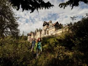 Visitors at Cragside, Northumberland ©NT Images John Millar