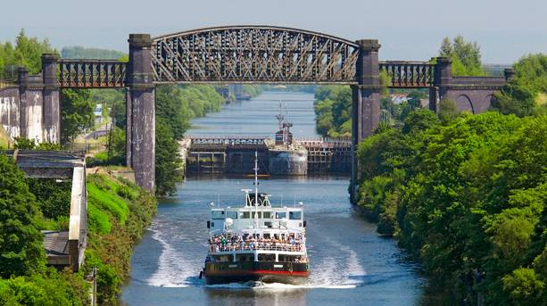 Cruising the Manchester ship canal
