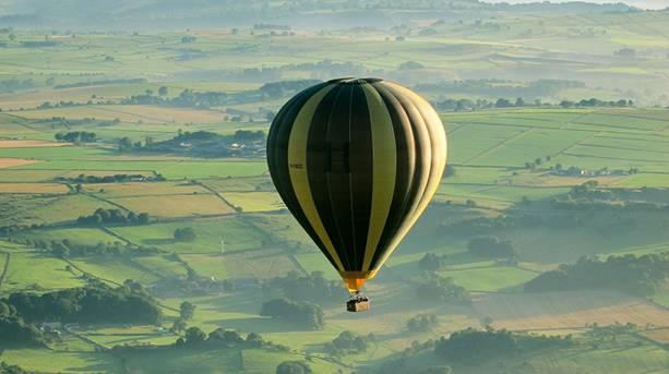 Balloon over Rowsley