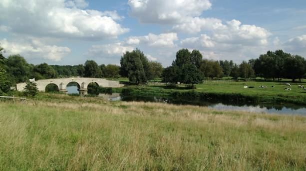 Walk and cycle across the river in Peterborugh