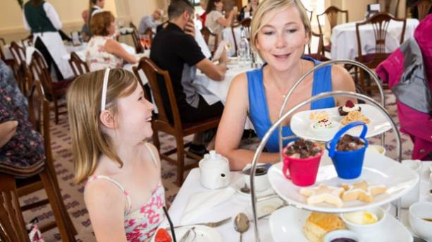 Mother and daughter enjoy afternoon tea in Pump Room