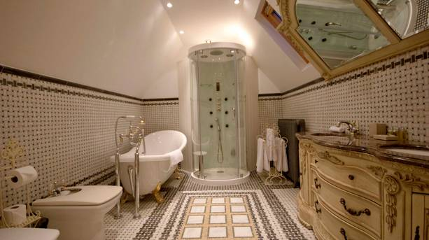 Ionia bathroom at Berwick Lodge