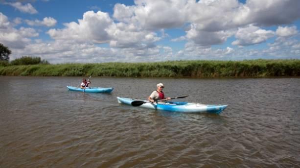 Hire a canoe at Martham for a Broads safari alongthe river Thurne.