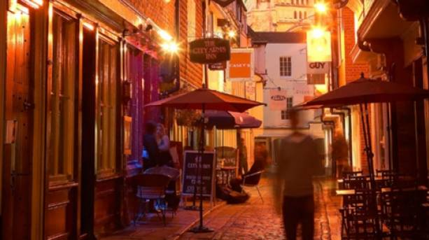 Canterbury's side streets at night