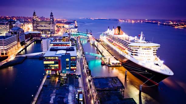 Cruise liner on Liverpool's UNESCO World Heritage site