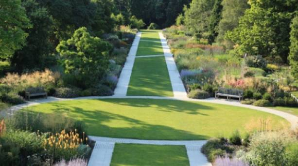 The grand walkway to enjoy all the plant varieties
