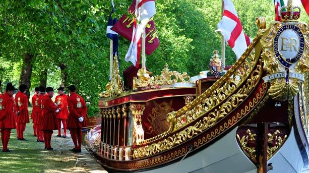 Gloriana waiting for HM the Queen