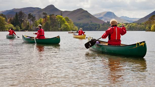 A family canoeing on Derwentwater