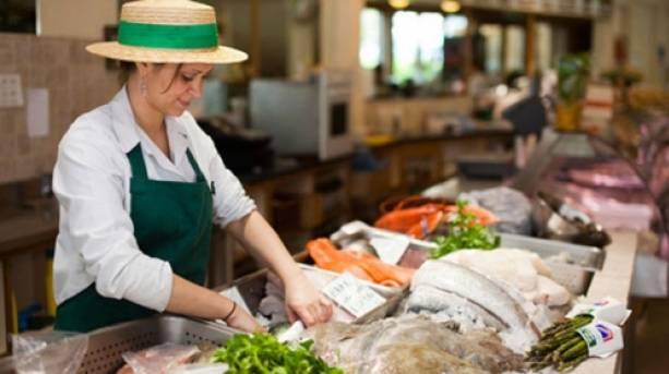A fishmonger at Williams Foodhall & Fish Market Nailsworth