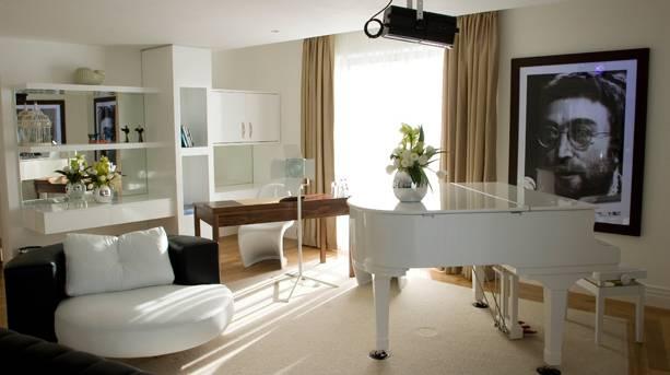 Lennon Suite, Hard Days Night Hotel