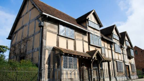 External shot of Shakespeare's Birthplace in Stratford-upon-Avon
