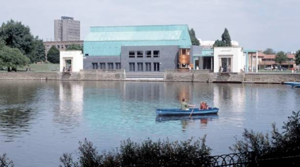 Boating on the lake at Highfields Park