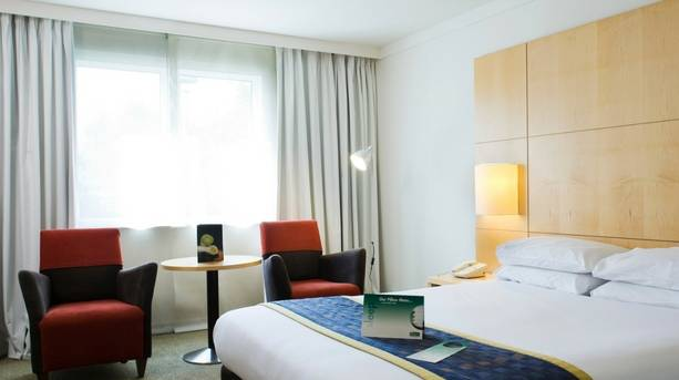 Holiday Inn Oxford Bedroom