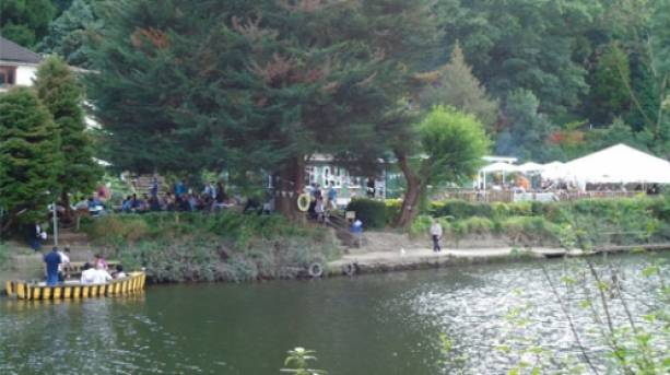 Beese's Riverside Bar & Tea Gardens