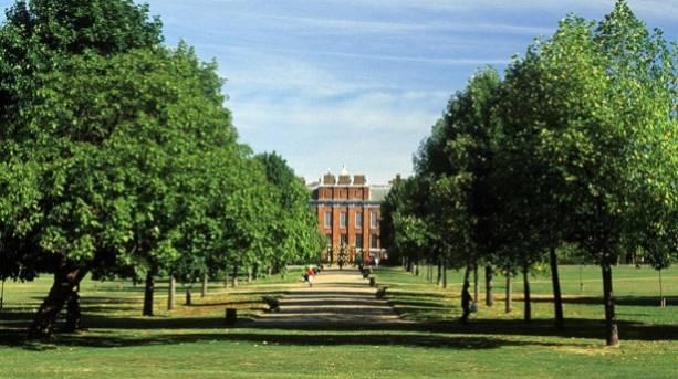 Approaching Kensington Palace