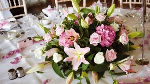 Make the day more colourful with amazing flowers decorations
