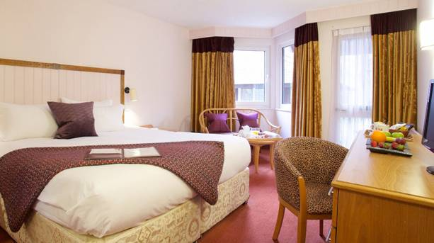 A bedroom in Marwell Hotel