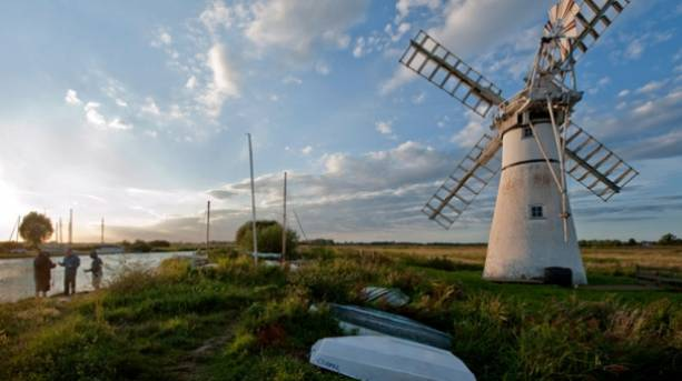 A windmill on the Riverside path at Thurne