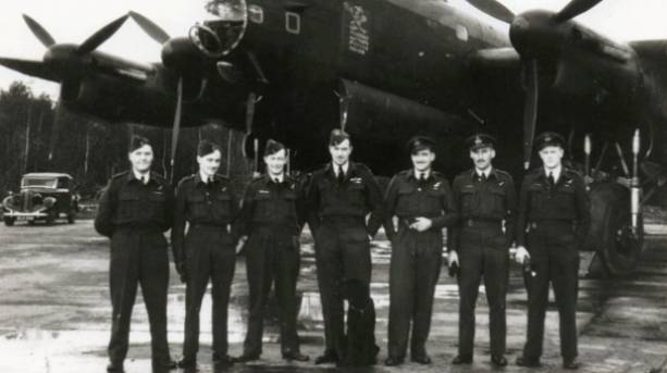 Bardney crew in front of Lancaster H 'Hephzibah'