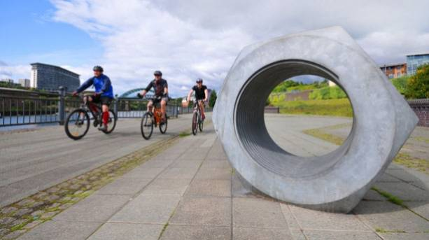 Large sculptures with cyclists