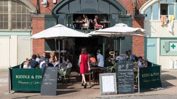 Photo of diners eating outside at Riddle & Finns