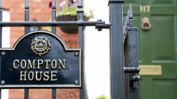 Compton House B&B sign and gate