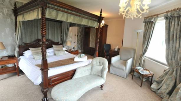 Four poster bed in Washingborough Hall Country Hotel
