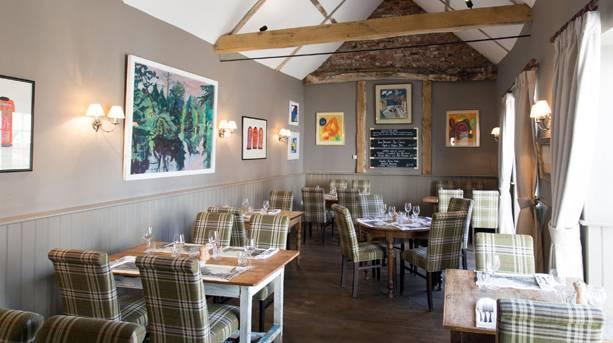 Loddon Swan dining room
