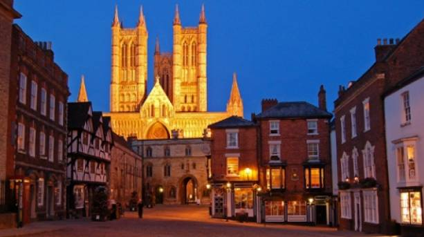 Lincoln's Cathedral Quarter at night