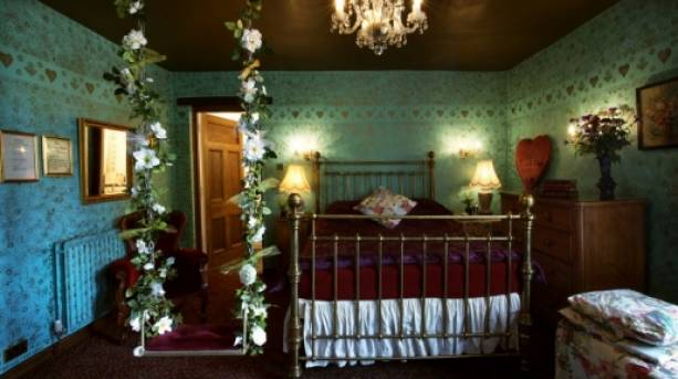 A bedroom at Hundred House