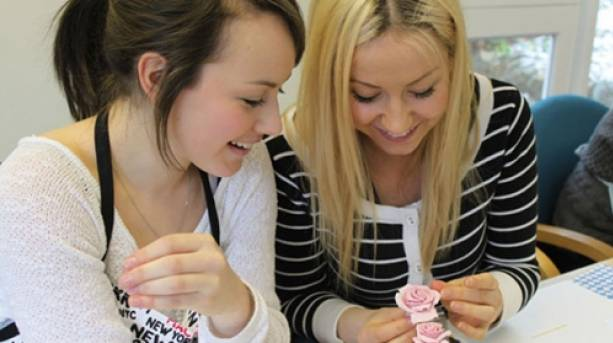Students enjoying a Farncombe Cup Cake Course