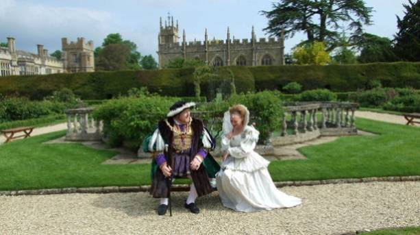 Actors playing Henry VIII and Katharine Parr in front of Sudeley Castle