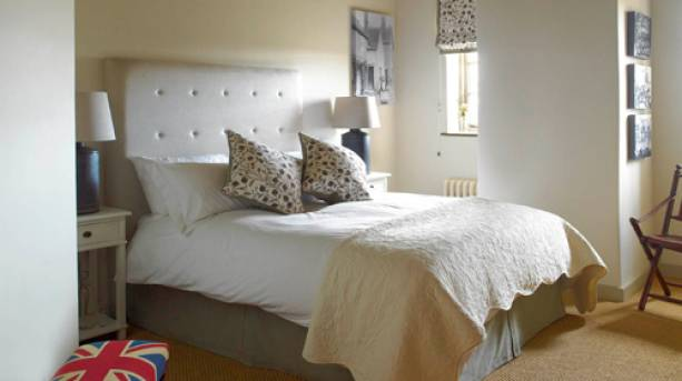 A bedroom at The Three Daggers in Wiltshire
