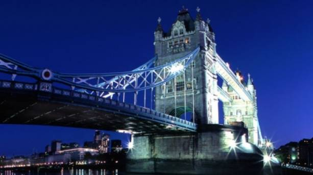Nighttime view of Tower Bridge in London