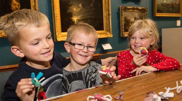 Children in Victoria Art Gallery