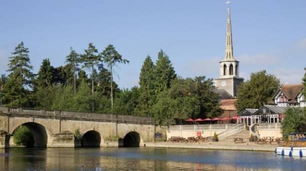 View of Wallingford bridge crossing the River Thames